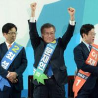 韓国大統領最初の予備選。最大野党の文在寅前代表が圧勝。