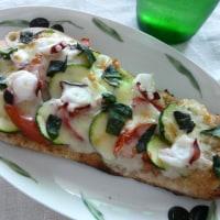 おうちでカフェ風♪ブランナンDEタコ&ズッキーニとトマトのチーズ焼き~バジル風味