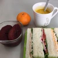 今日のお昼~サンドウィッチとりんごのコンポート~