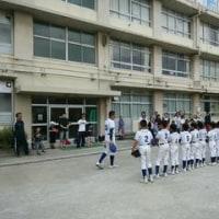 「四つ木ジャガーズ」がミニ野球教室を開催しました。2016年10月。