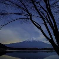 湖畔の静寂