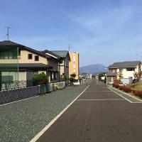 教室裏側の岩手山軸遊歩道から眺望する岩手山と田沢湖温泉施設のテラスから眺望した田沢湖です。
