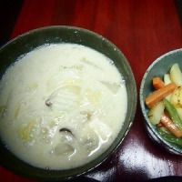 白菜ときのこの味噌豆乳スープ