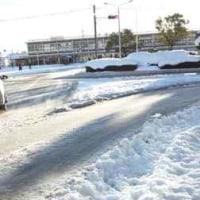 雪景色のJR四日市駅前