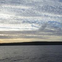 2016年小笠原村硫黄島慰霊墓参(361)小笠原丸で硫黄島を周回(72)東側からの硫黄島と雲