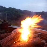 焚き火でホットウィスキー