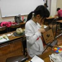 枝光マジッククラブの例会でした。12月22日の枝光児童館でのクリスマス会でのマジックショーの練習中です。