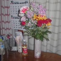 家内が仕事を退職 花をもらってきた