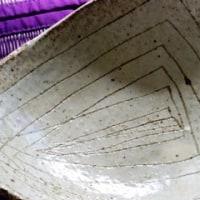 笠間の「陶之助」で買った粉引きの三角皿