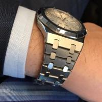 この時計はフェースのみならずブレスが美しい
