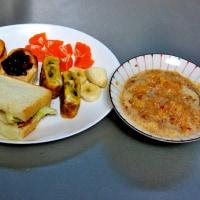朝食作り 昨日は安納芋・肉まん登場 今日は擦り下ろしたリンゴ・具を入れた卵焼き登場