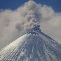 1万2000メートルの高さに達する巨大なキノコ雲