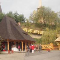 ルーマニアのブルサナ村の木造教会