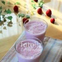 fotolia「イチゴミルクジュース」 収穫イチゴです♪