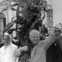 フルシチョフがソ連共産党書記長に就任した。
