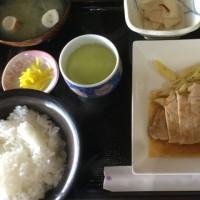 12月2日の日替わり定食550円は ポークソテー、醤油バターソース です。
