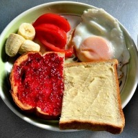 今日の朝食づくり デコポン食べきった! 聞いたことのないフランボワーズ・ジャムが登場?