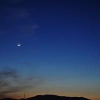 細い月と金星と夕焼け