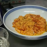 夜食、トマトが水煮があまっていたので玉子と。