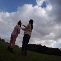 お正月には凧揚げを