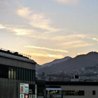今日の「六甲山」は金色の雲がきれいです