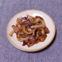 つまみ 牛バラ肉と玉葱の焼肉タレ炒め