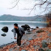洞爺湖で石を投げる