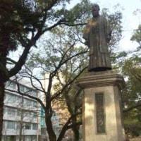 今朝の稲葉三右衛門像