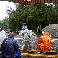 豪雨のキャンプ・シュワブ・ゲート前