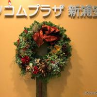 生のクリスマスリースはほんのりいい香り 何と何を組み合わせるかはその人次第。
