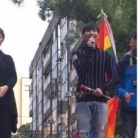 アーロン 立法院の前で「Legalize Gay Marriage」