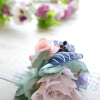 クラッチブーケ・淡紫のバラを入れて