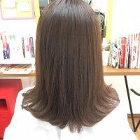 多毛、ブリーチありの髪の毛に縮毛矯正