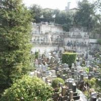 ビルに囲まれた都心のお墓  お彼岸