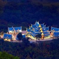 ウドンタニで一番人気の観光地と言えば・・龍が住む寺!ワットカムチャノート