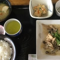 4月17日の日替り定食550円は 赤魚の唐揚げ 木の子あんかけ です。