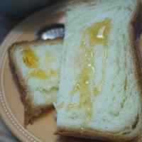 ボローニャのデニッシュトーストと焼きそばごはん