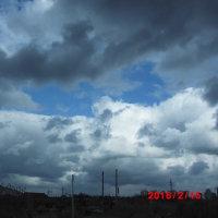 真っ黒な雲の隙間に青空が・・・