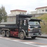 昨年の高江に続き、防衛局は辺野古でも違法ダンプトラックを走行させている!---しかも沖縄県警が違法車両の走行をかばい続ける