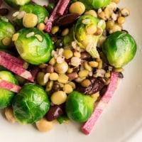 芽キャベツと雑穀のサラダ