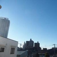 今朝(1月24日)の東京のお天気:晴れ、(1月の作品:祈願の坐像)