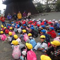 今日は、岩本山観察会を1年生の子供たちと行いました。