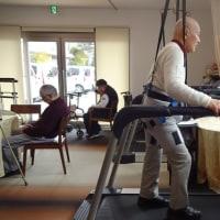 股関節歩行訓練に最適、マシン牽引式免体重歩行器