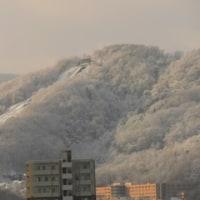 雪に覆われた三角山!