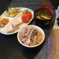 凍り豆腐と舞茸ご飯