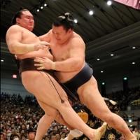 「<大相撲春場所>琴奨菊、鶴竜を撃破 白鵬は2敗目」とのニュースっす。