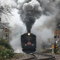 煙もくもく水蒸気モワモワの駅発車(磐西C57)