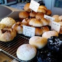ホッペタが落ちるほど美味いパンが並ぶ・・ホッペパン(大謝名)