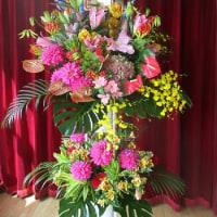 華やかで豪華なスタンド花