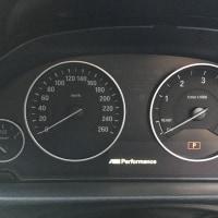 エンジンストップ時Mパフフォーマンスロゴ表示。
